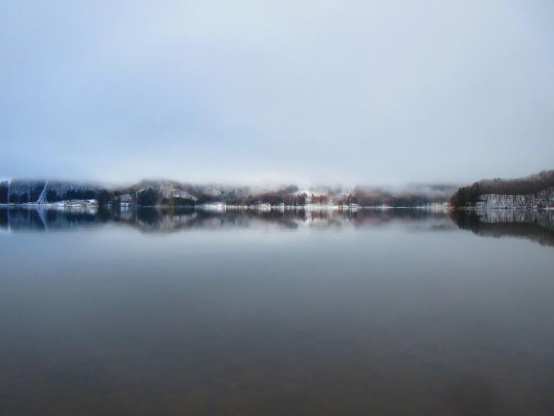 神秘的な青木湖_b0140235_11092592.jpg