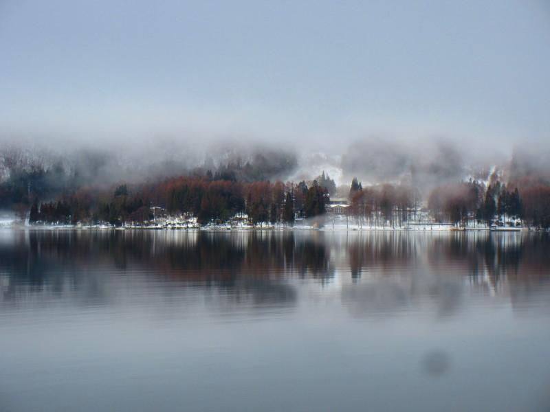 神秘的な青木湖_b0140235_11093932.jpg