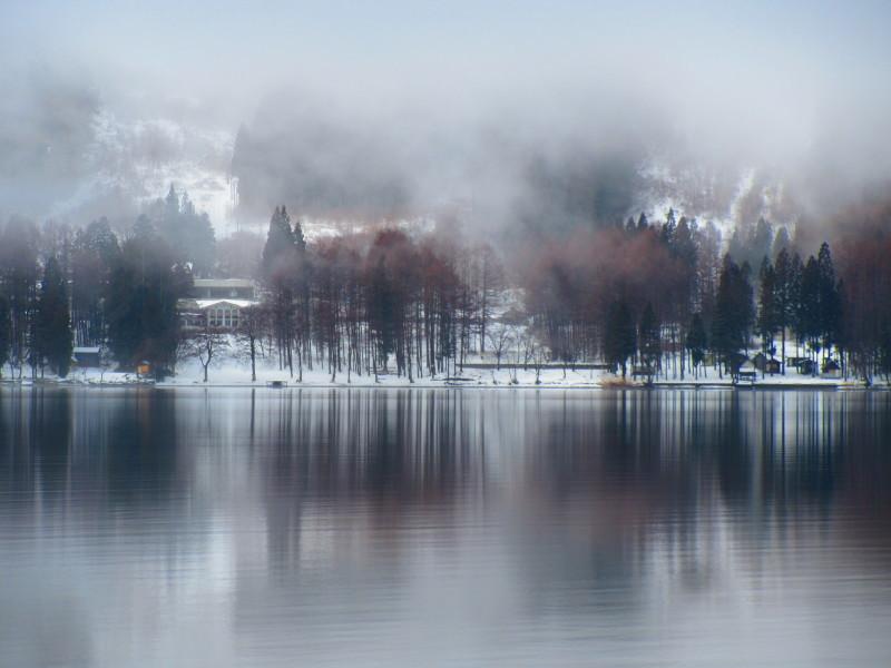 神秘的な青木湖_b0140235_11101215.jpg