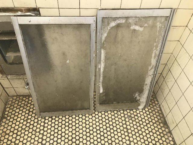 腐食と鉄錆と雨水がシャワー_f0031037_19423394.jpg