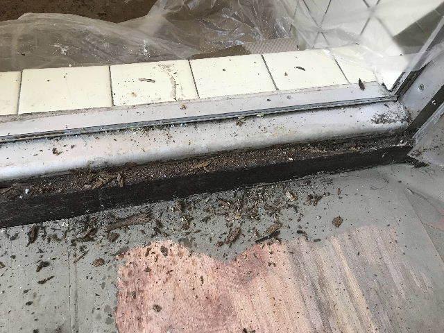 腐食と鉄錆と雨水がシャワー_f0031037_19441689.jpg