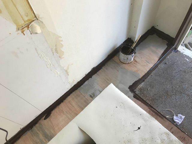 腐食と鉄錆と雨水がシャワー_f0031037_19442953.jpg