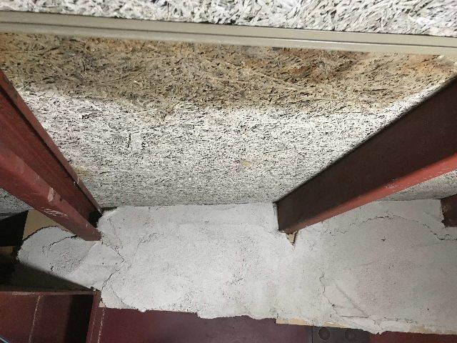 腐食と鉄錆と雨水がシャワー_f0031037_19463103.jpg