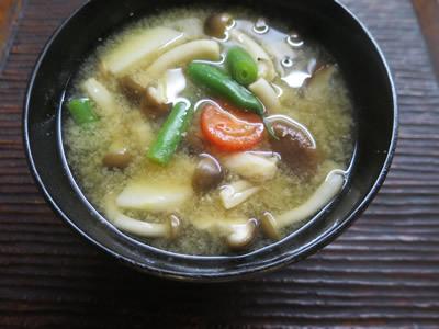 お味噌汁とおむすび_e0262651_06590868.jpg