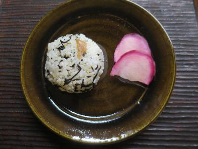 お味噌汁とおむすび_e0262651_07003275.jpg