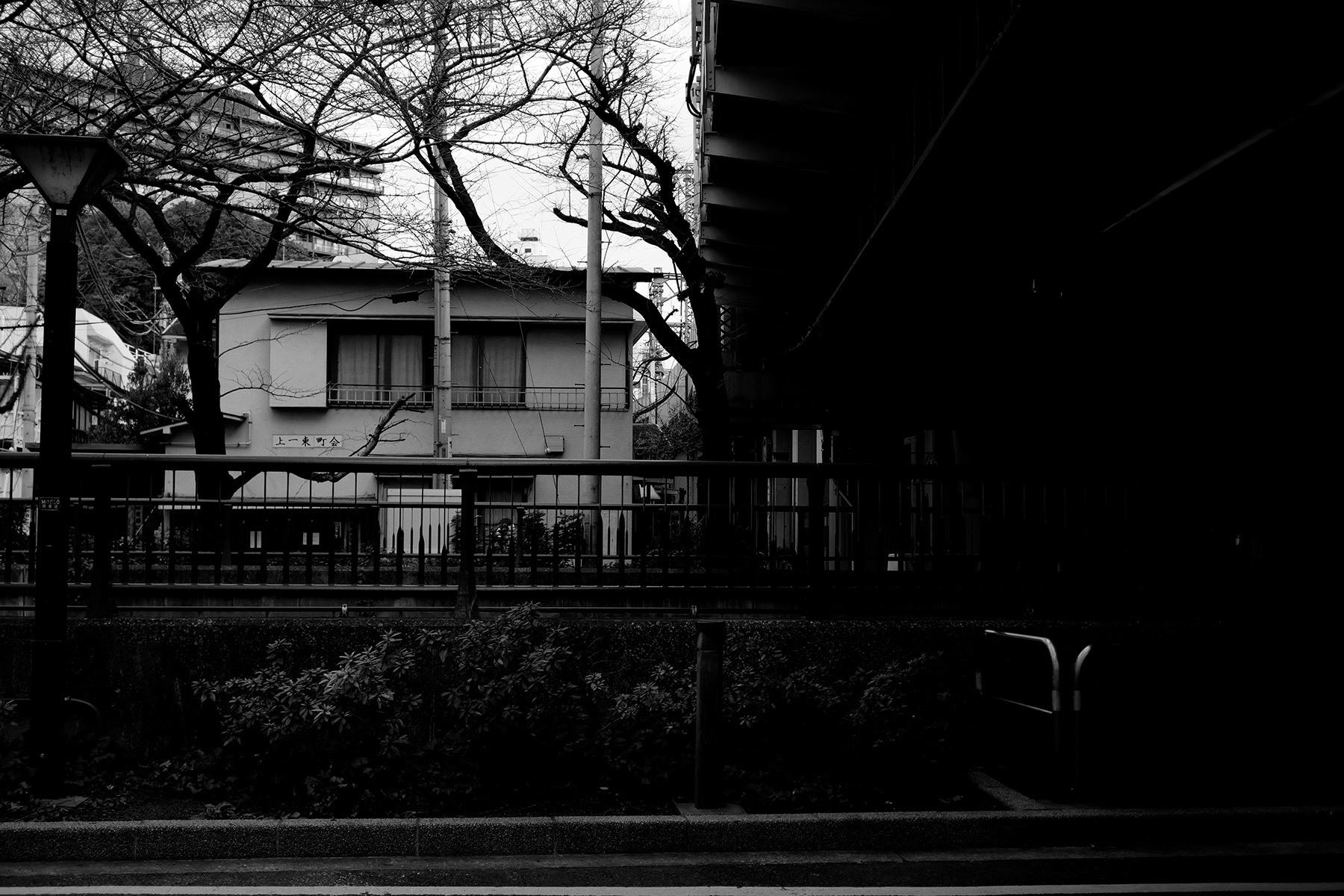 川沿いの住宅街_f0121181_01351087.jpg