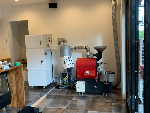 昨年の11月と12月は焙煎機と排煙処理装置の設置ラッシュでした。_c0020639_12452928.jpg