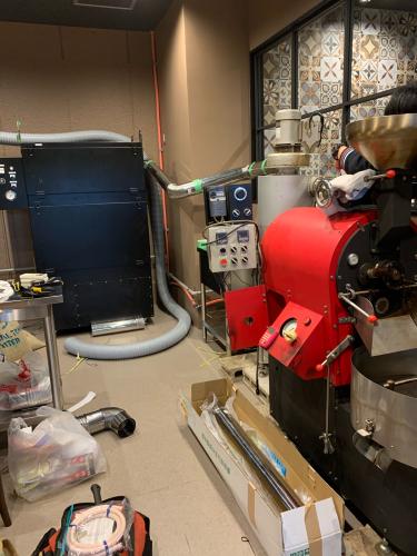 昨年の11月と12月は焙煎機と排煙処理装置の設置ラッシュでした。_c0020639_12453373.jpg