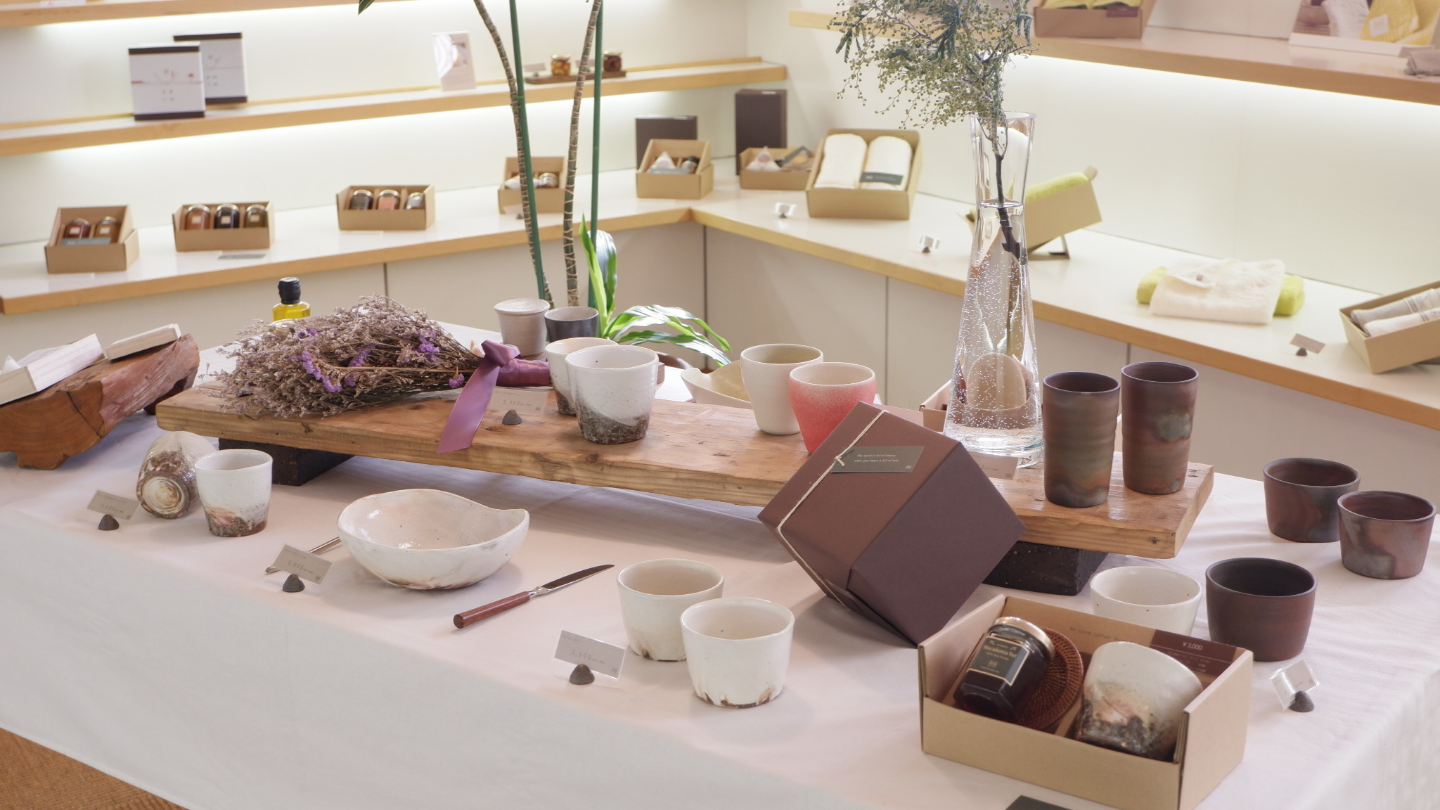 紅茶とうつわの店 MAORIコーナー展示かえ_f0328051_14252583.jpg