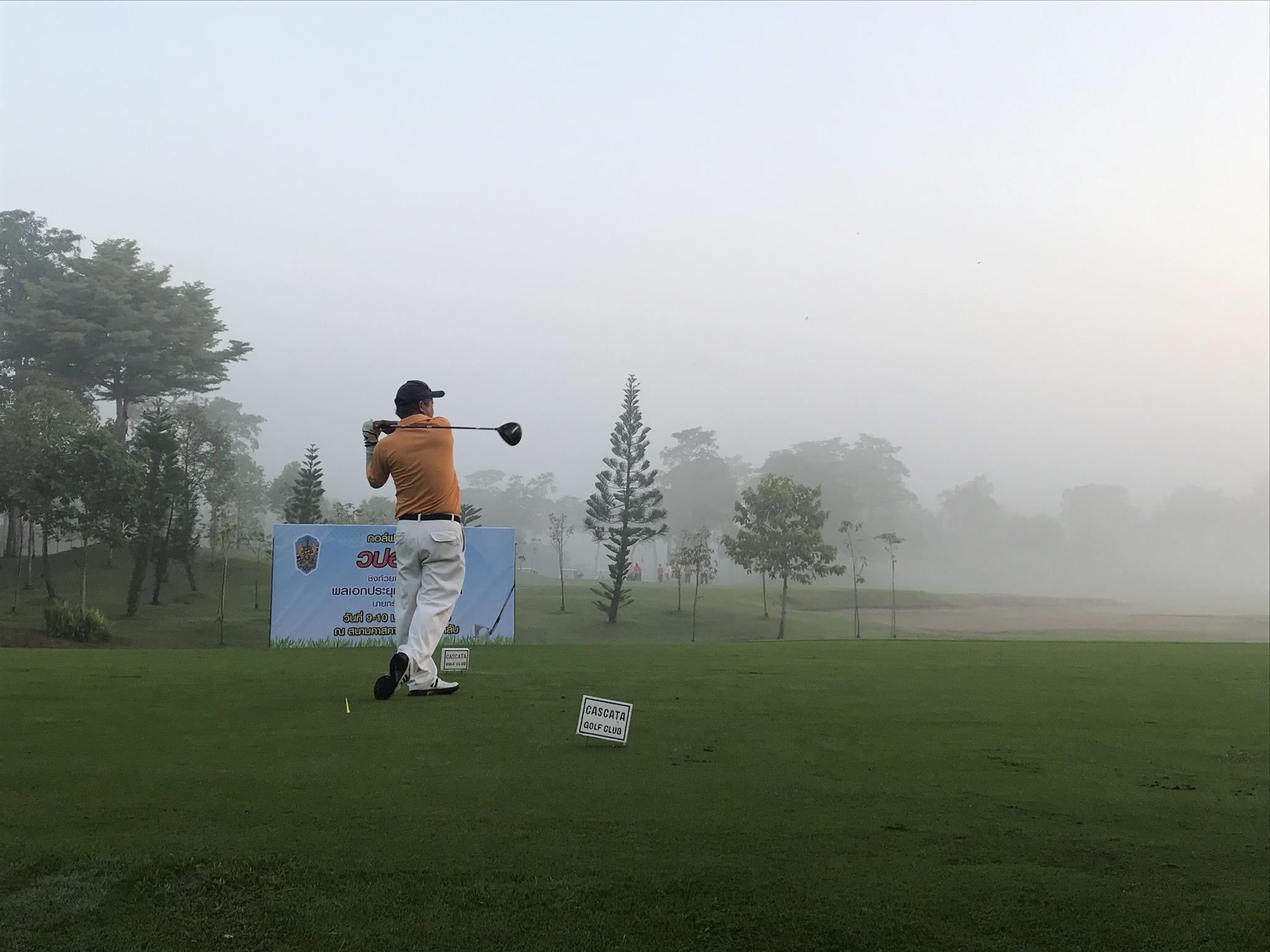 深い霧の中でスタート_b0100062_10481803.jpeg