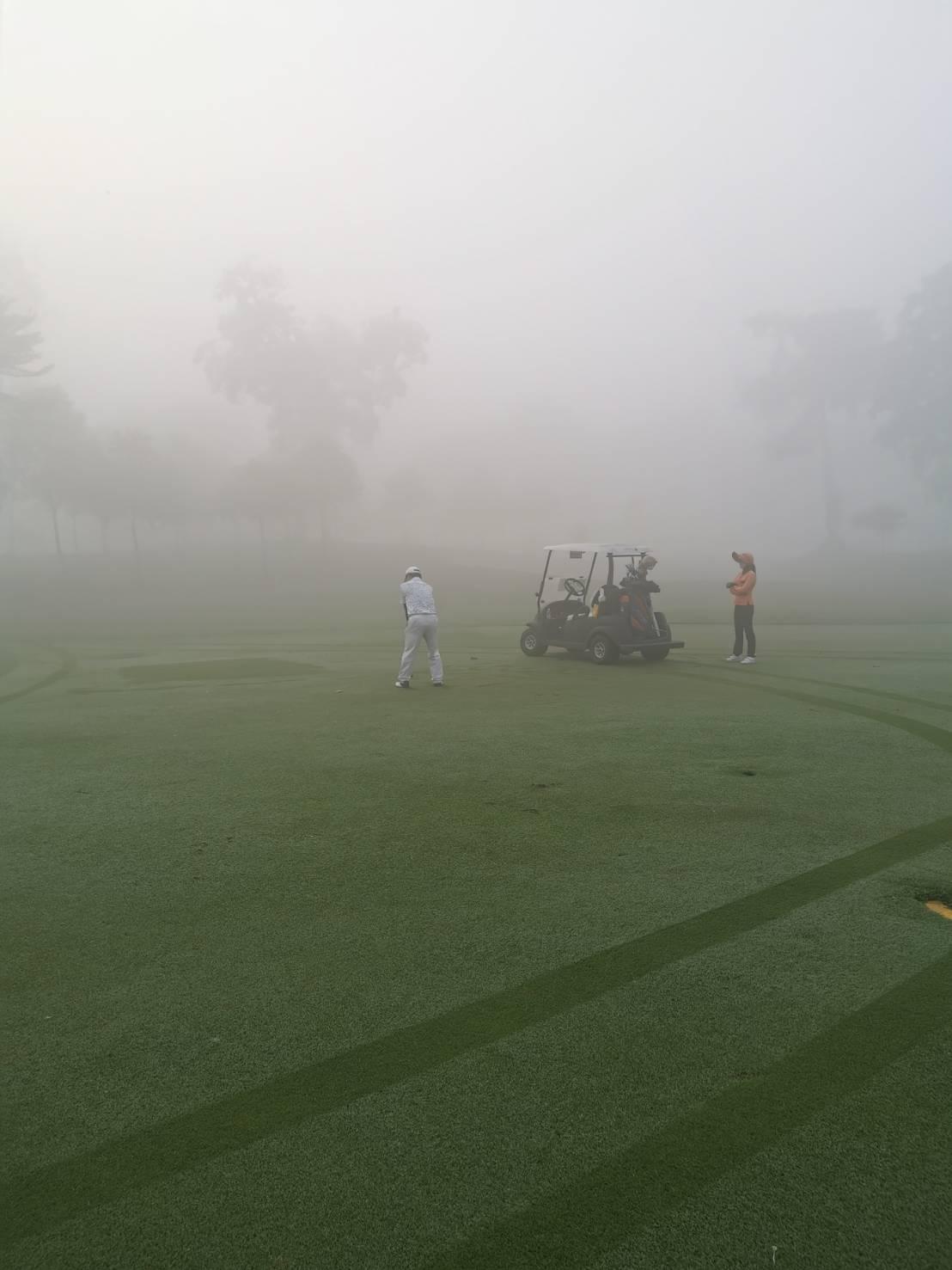 深い霧の中でスタート_b0100062_10495625.jpeg