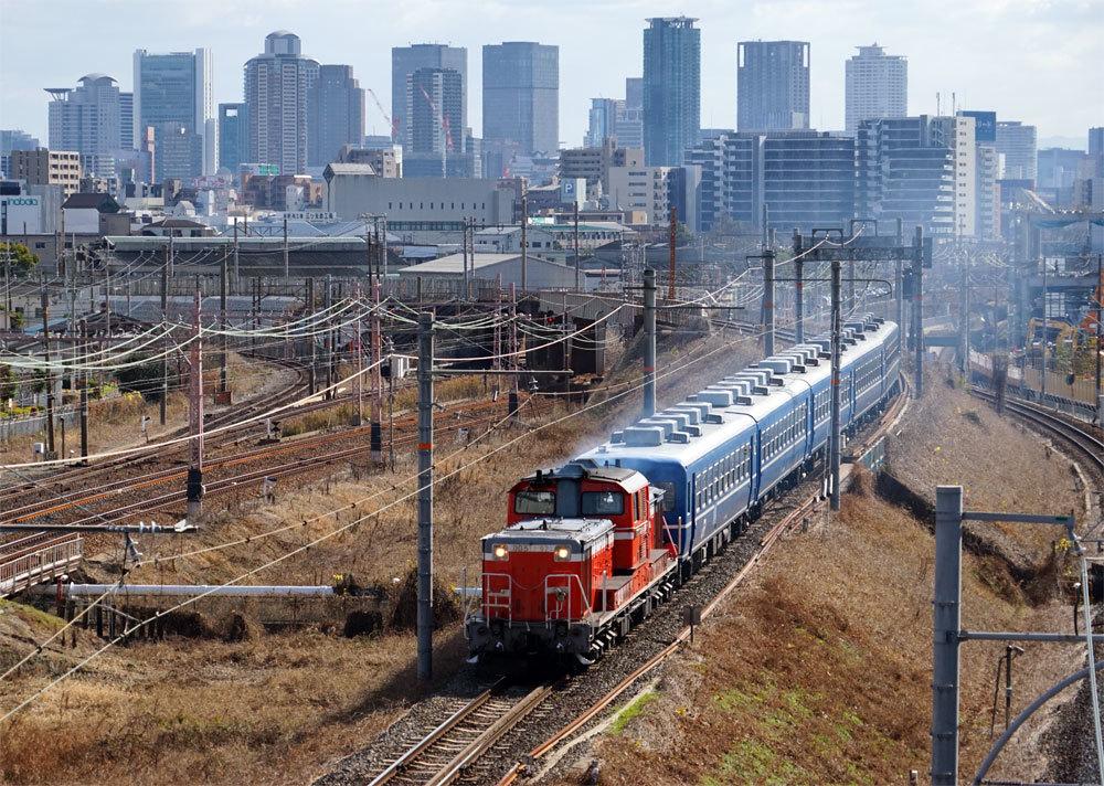 久しぶりの客車列車_e0019563_16101030.jpg