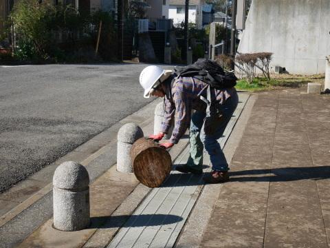 1・9六国見山初手入れ⓵和器用に山桜の丸太運びだし_c0014967_10115701.jpg