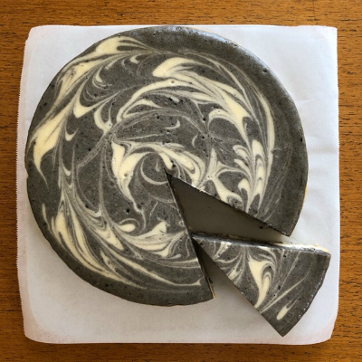 黒ごまチーズケーキ_b0102217_17411729.jpg