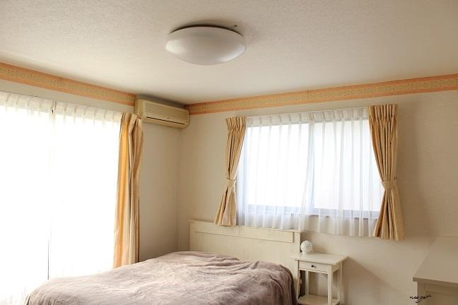 北欧風な木目調のおしゃれな照明で寝室の模様替え♪_f0023333_13574238.jpg