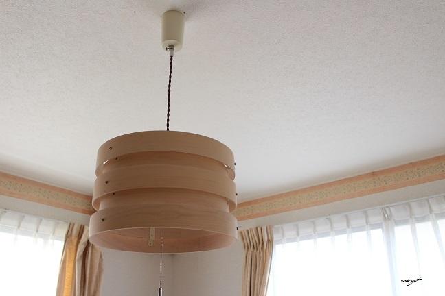 北欧風な木目調のおしゃれな照明で寝室の模様替え♪_f0023333_13574284.jpg