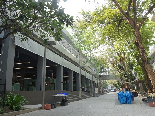 バンコク大学のカフェテリアでガパオ・ガイを食べてみた_c0030645_00185616.jpg