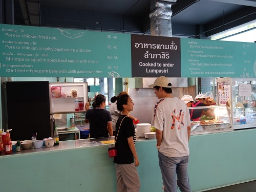バンコク大学のカフェテリアでガパオ・ガイを食べてみた_c0030645_00191761.jpg