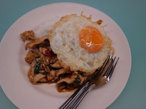 バンコク大学のカフェテリアでガパオ・ガイを食べてみた_c0030645_00195767.jpg
