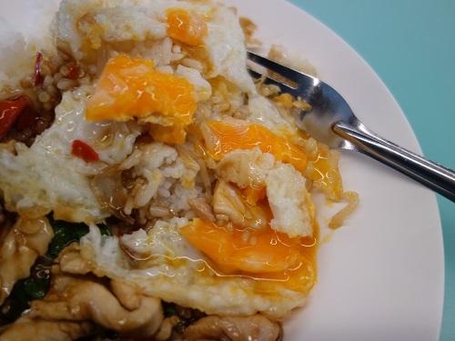バンコク大学のカフェテリアでガパオ・ガイを食べてみた_c0030645_00200440.jpg