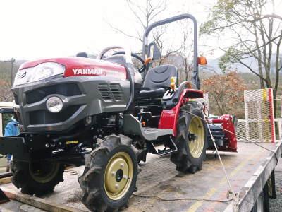 赤いトラクターがやってきた!命名「虎次郎」!今年は自らの農業にもさらに力入れていきます!!_a0254656_16375252.jpg