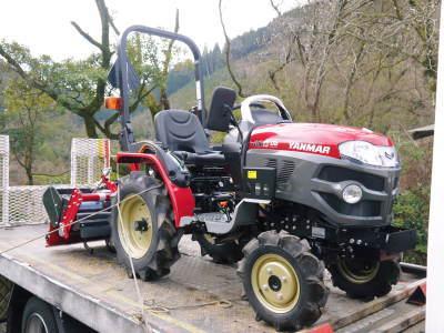 赤いトラクターがやってきた!命名「虎次郎」!今年は自らの農業にもさらに力入れていきます!!_a0254656_17185370.jpg
