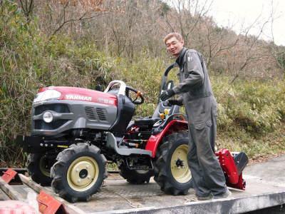 赤いトラクターがやってきた!命名「虎次郎」!今年は自らの農業にもさらに力入れていきます!!_a0254656_17242490.jpg