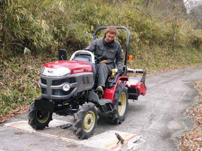 赤いトラクターがやってきた!命名「虎次郎」!今年は自らの農業にもさらに力入れていきます!!_a0254656_17261964.jpg