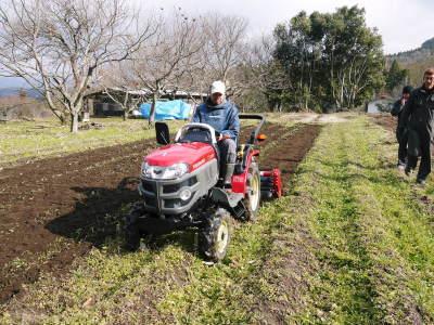 赤いトラクターがやってきた!命名「虎次郎」!今年は自らの農業にもさらに力入れていきます!!_a0254656_17490652.jpg