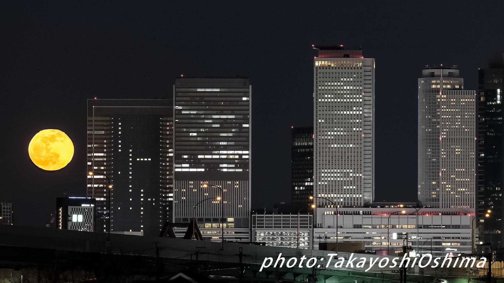 街から昇る名月_f0361287_21071056.jpg