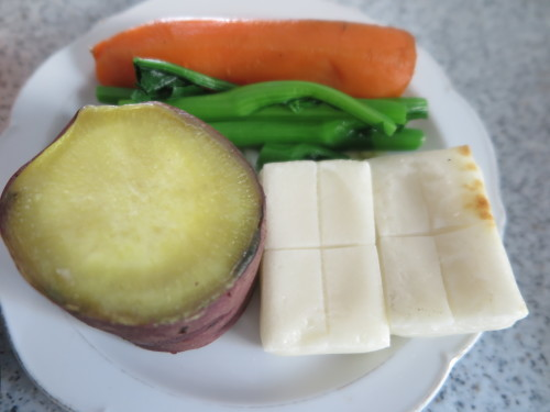 朝:焼鳥、温野菜:🍠・人参・小松菜&コーヒー 昼:炙り焼、味噌焼き🍙、焼鳥ももタレ&飲むヨーグルト 夜:鶏つくね鍋_c0075701_19140961.jpg