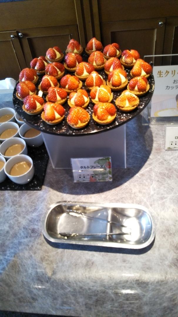 川崎日航ホテル 夜間飛行 いちごスイーツブッフェ第一弾_f0076001_23530512.jpg