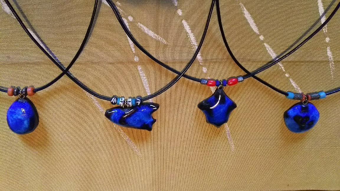 1月12日 青釉のペンダント。_a0204408_14113534.jpg