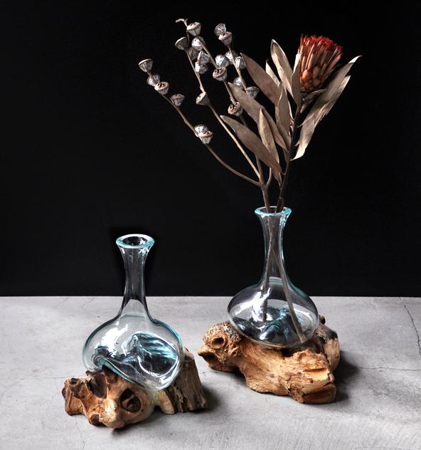 流木とリューズガラスの花器_d0193211_19585456.jpg