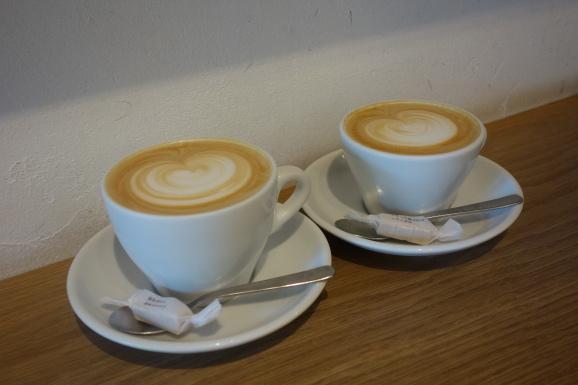 WEEKENDERS COFFEEさんでラテ_e0230011_16284033.jpg