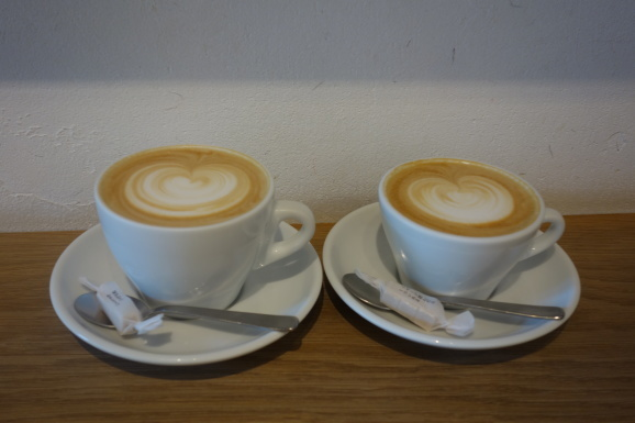 WEEKENDERS COFFEEさんでラテ_e0230011_16295201.jpg