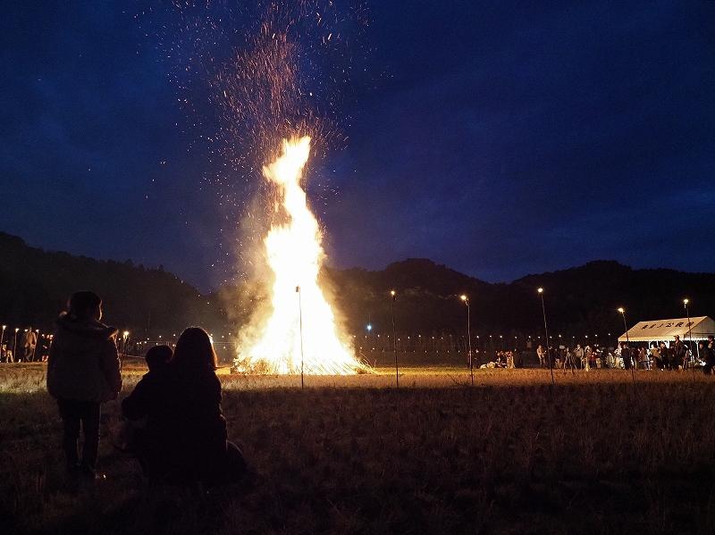 2020年の鬼火焚き_d0052327_182109.jpg