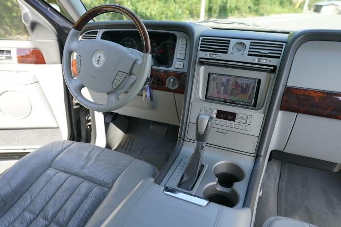 FOR SALE !! Lincoln Navigator_c0250233_17292022.jpg