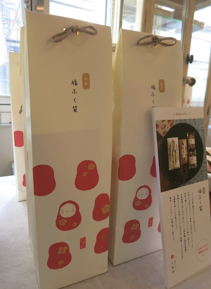 紙とお菓子と刺繍_e0407037_13500225.jpg
