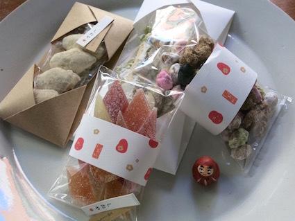 紙とお菓子と刺繍_e0407037_13501719.jpg
