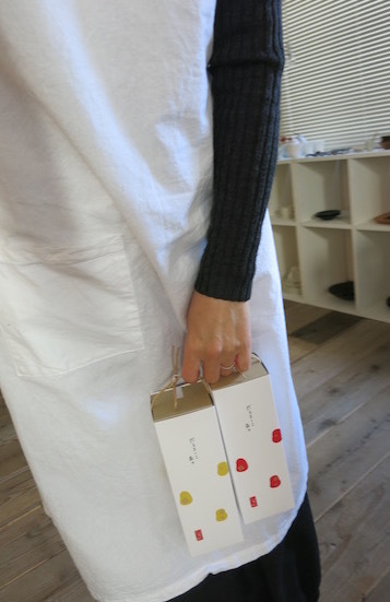紙とお菓子と刺繍_e0407037_13524972.jpg