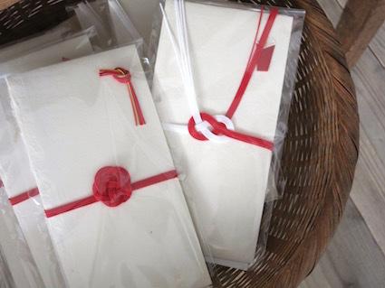 紙とお菓子と刺繍_e0407037_15513569.jpg