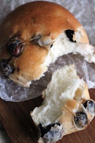 黒豆パンと柚子ジャム_a0165538_09060018.jpg