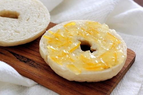 黒豆パンと柚子ジャム_a0165538_09060505.jpg