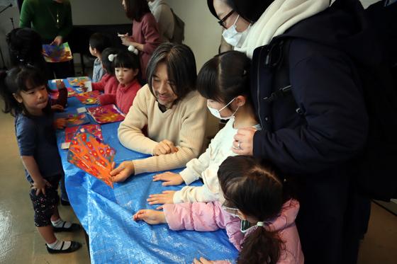 やと子ども美術教室 ~ 描き初め ~_e0222340_1452515.jpg