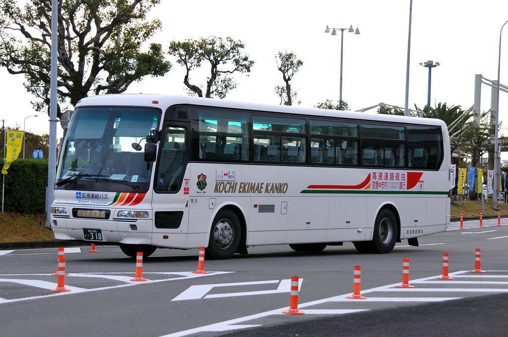 高知駅前観光(高知200か310)_b0243248_14375461.jpg