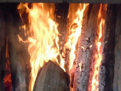 一日中、ただひたすらに炎と煙を見る_b0102572_22314333.jpg
