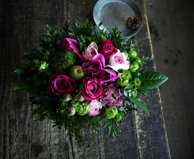 お誕生日の女性へのアレンジメント。「ピンク系で」。澄川2条にお届け。2020/01/04。_b0171193_23341637.jpg