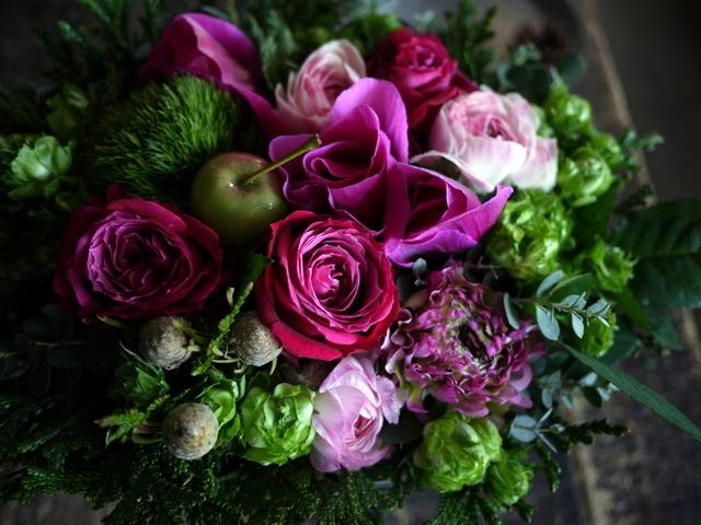 お誕生日の女性へのアレンジメント。「ピンク系で」。澄川2条にお届け。2020/01/04。_b0171193_23341989.jpg