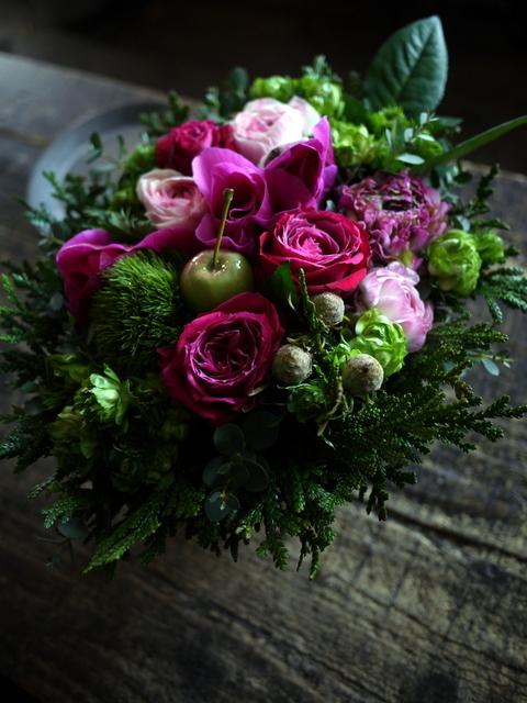 お誕生日の女性へのアレンジメント。「ピンク系で」。澄川2条にお届け。2020/01/04。_b0171193_23342341.jpg